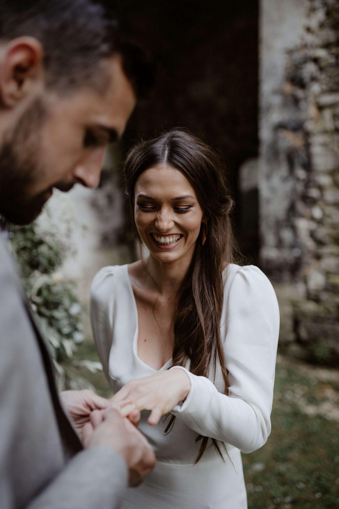 alliance_mariee_robe_moderne_mariage