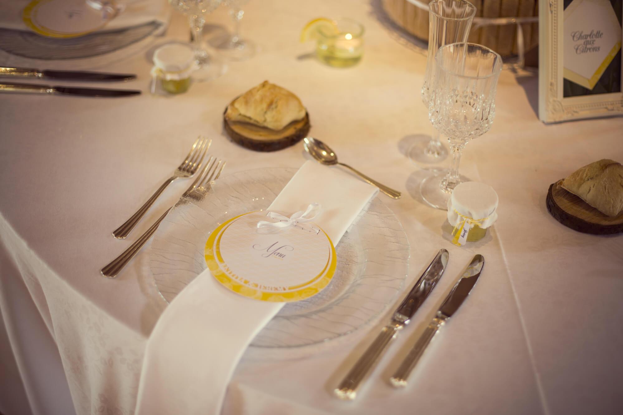 menu_papeterie_jaune_art_table