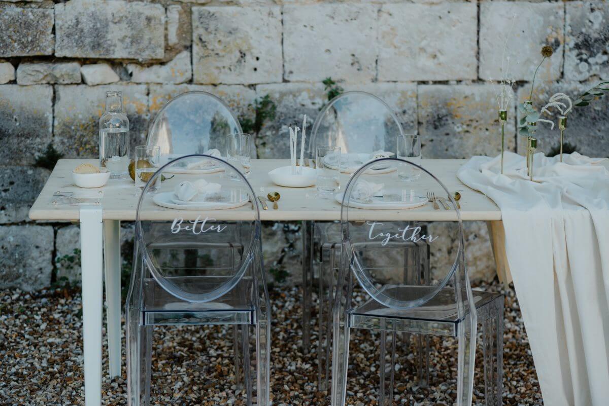 table_mariage_minimaliste_plexi_chic