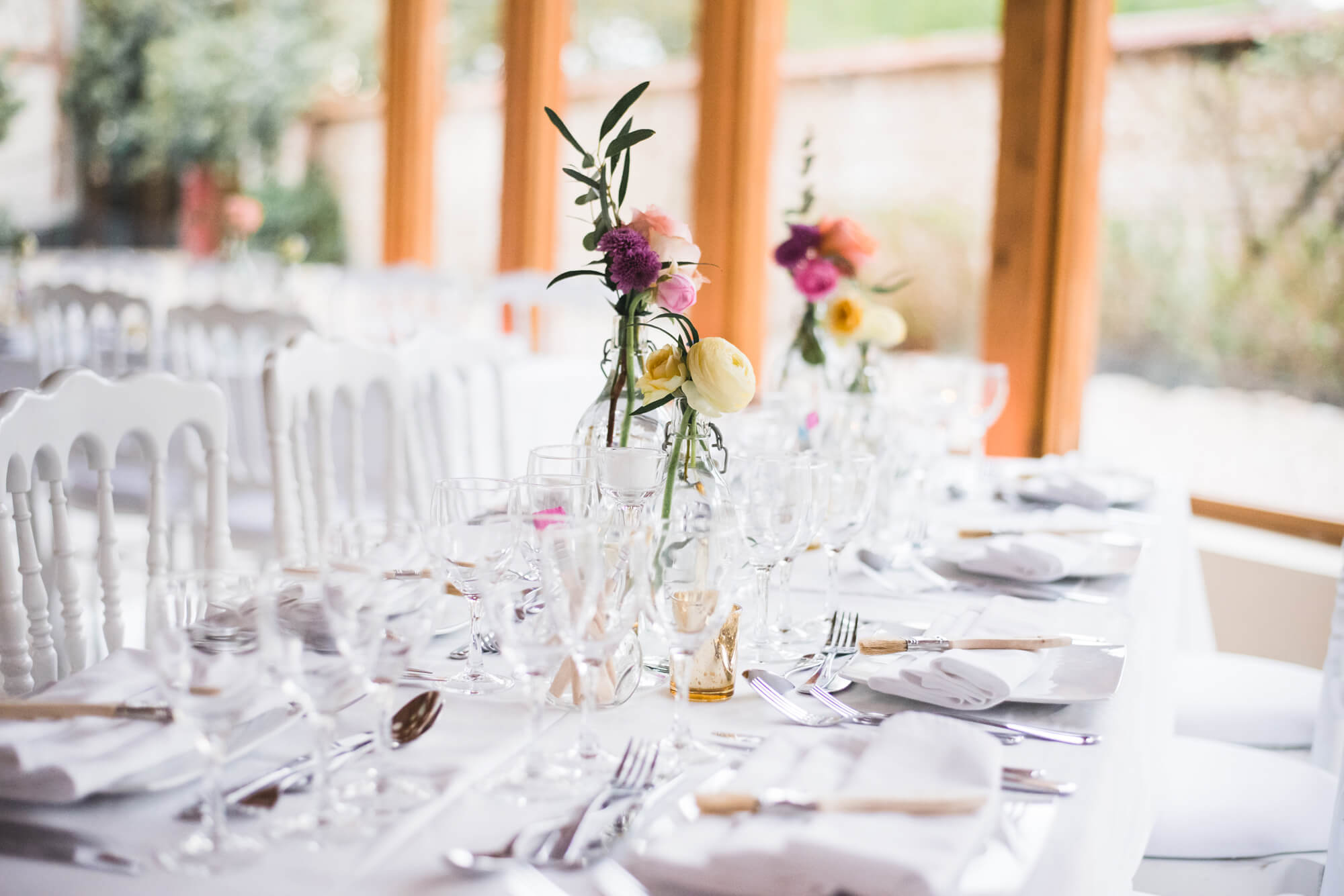 table_mariage_simple_chic_blanc