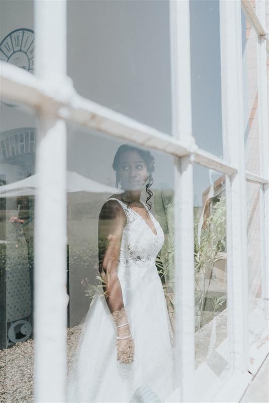 robe de mariée pour un mariage moderne à paris. Empreinte éphémère wedding planner Provence paris normandie
