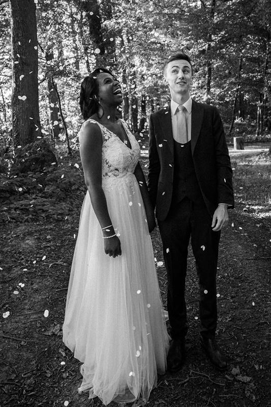 fleur mariage et robe de mariée moderne. Empreinte éphémère wedding planner Provence paris normandie