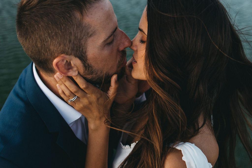 organisation de mariage en Provence. Couple amoureux. Empreinte Ephémère wedding planner Provence, paris et normandie