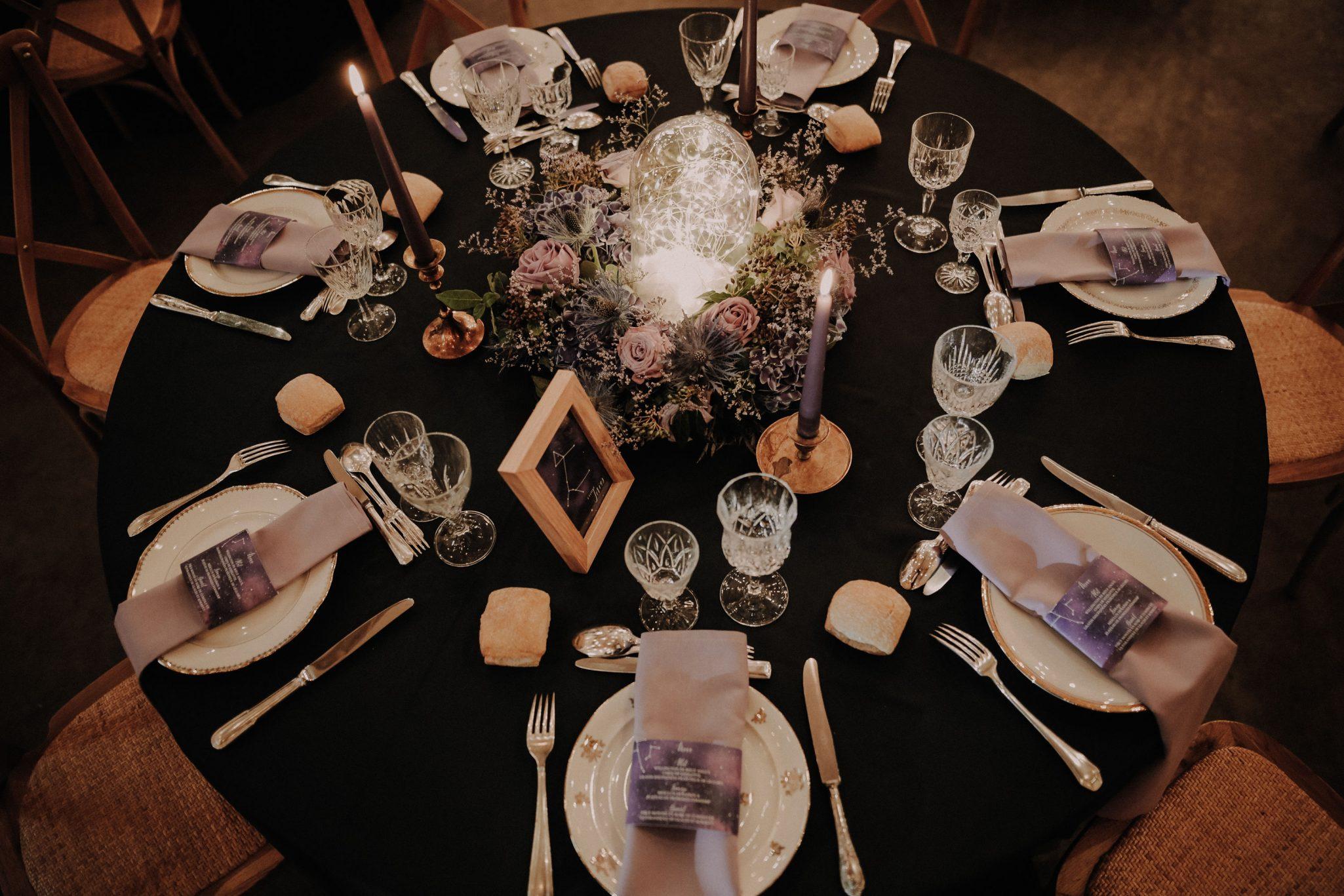 idée décoration de table mariage constellation, étoile.
