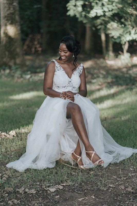 robe de mariée moderne et élégante pour un mariage tropical chic. Empreinte éphémère wedding planner Provence paris normandie