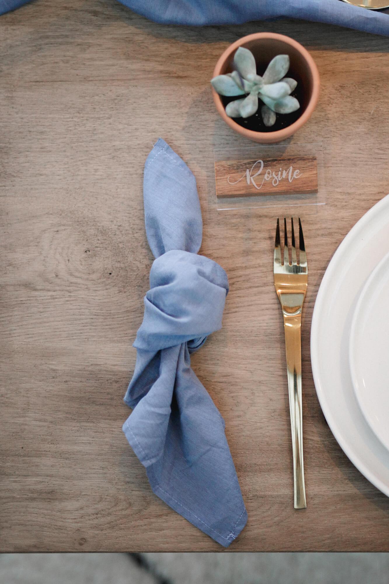 art de la table moderne pour un mariage moderne et un mariage bohème chic au couleur terracotta. Empreinte éphémère wedding planner Provence paris normandie