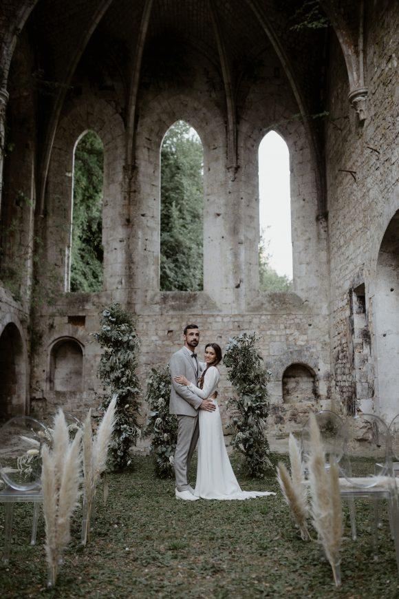 mariage original et mariage intime dans une abbaye mariage. Empreinte éphémère wedding planner Provence paris normandie