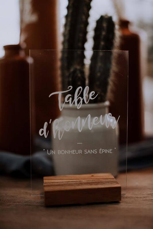 idée décoration de mariage terracotta , nom de table en plexi. Empreinte éphémère wedding planner Provence paris normandie