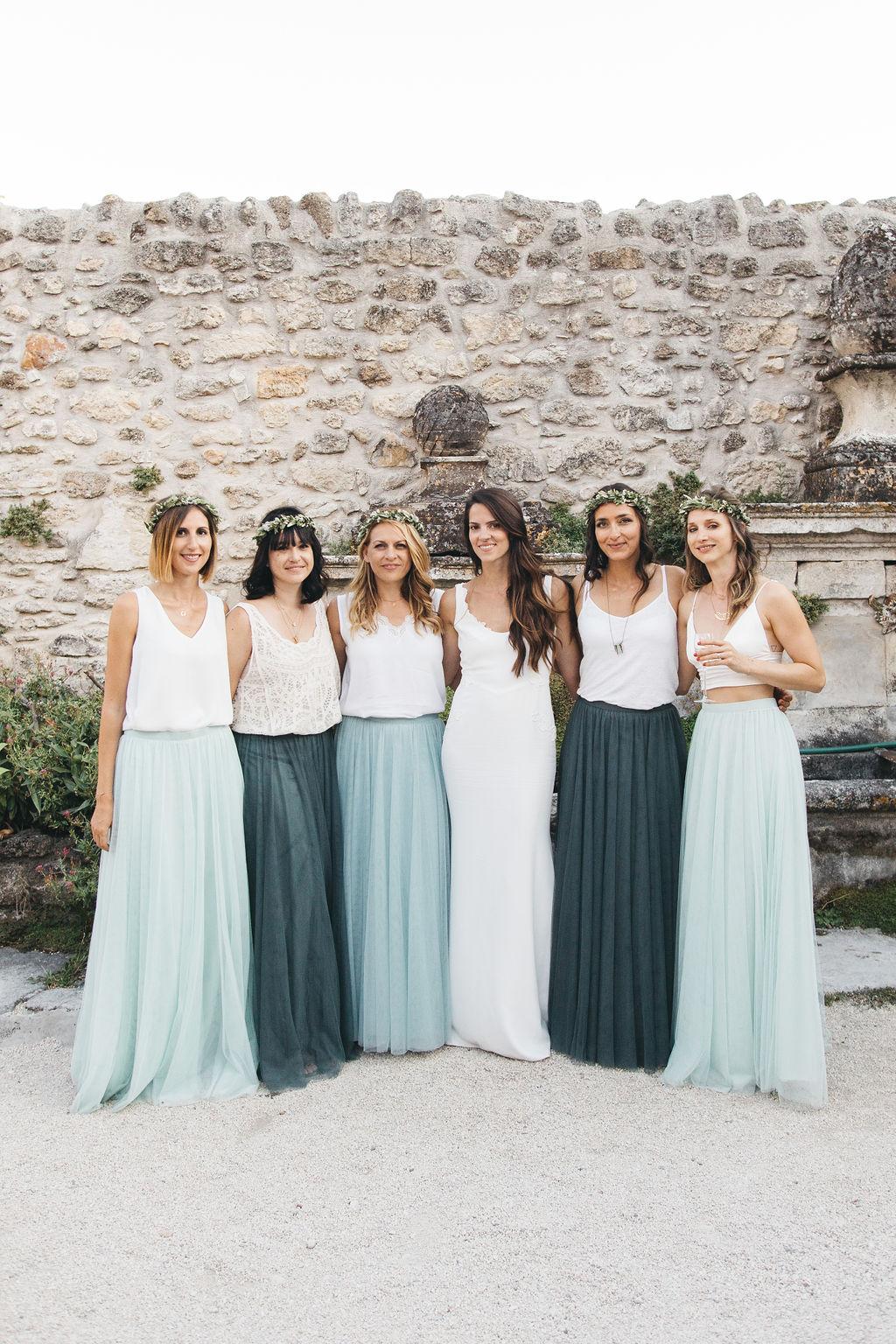 tenue des demoiselles d'honneur pour un mariage bohème chic en Provence. Empreinte Ephémère wedding planner Provence, paris et normandie