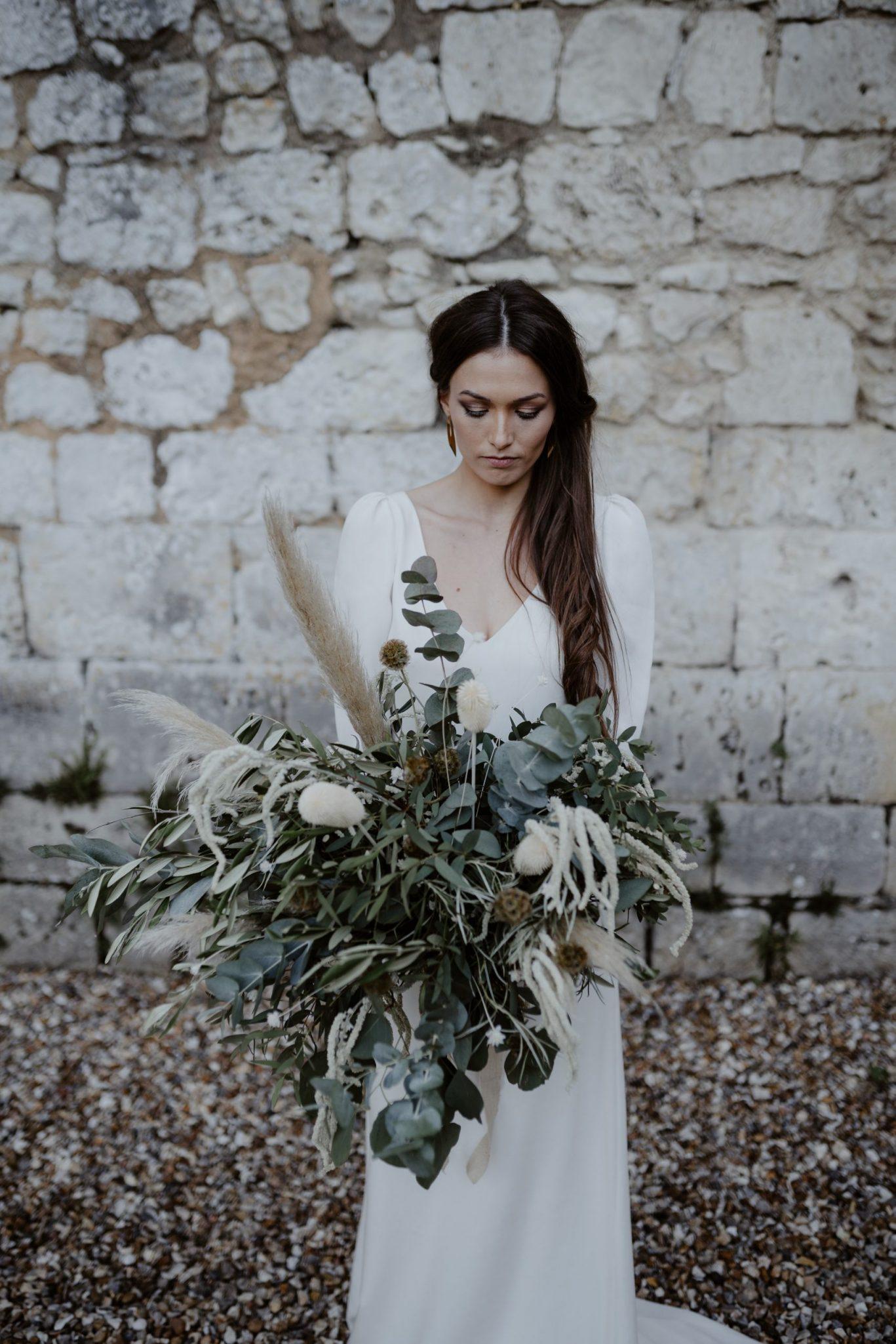 bouquet de mariée pour un mariage original et simple en petit comite. Empreinte éphémère wedding planner Provence paris normandie
