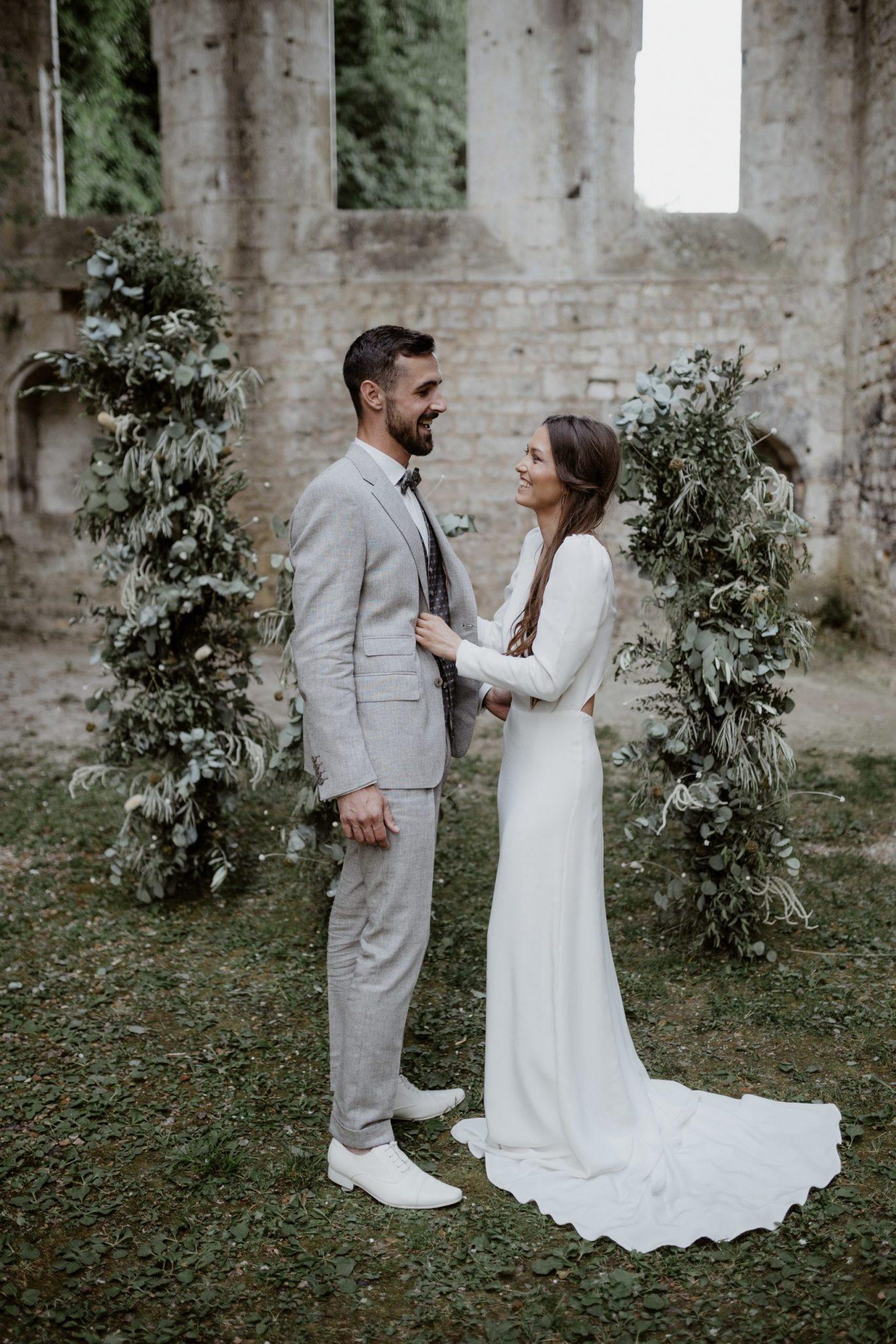 organiser une cérémonie laïque lors d'un mariage en petit comité à l'abbaye fontaine guérard. Empreinte Ephémère wedding planner Provence paris normandie