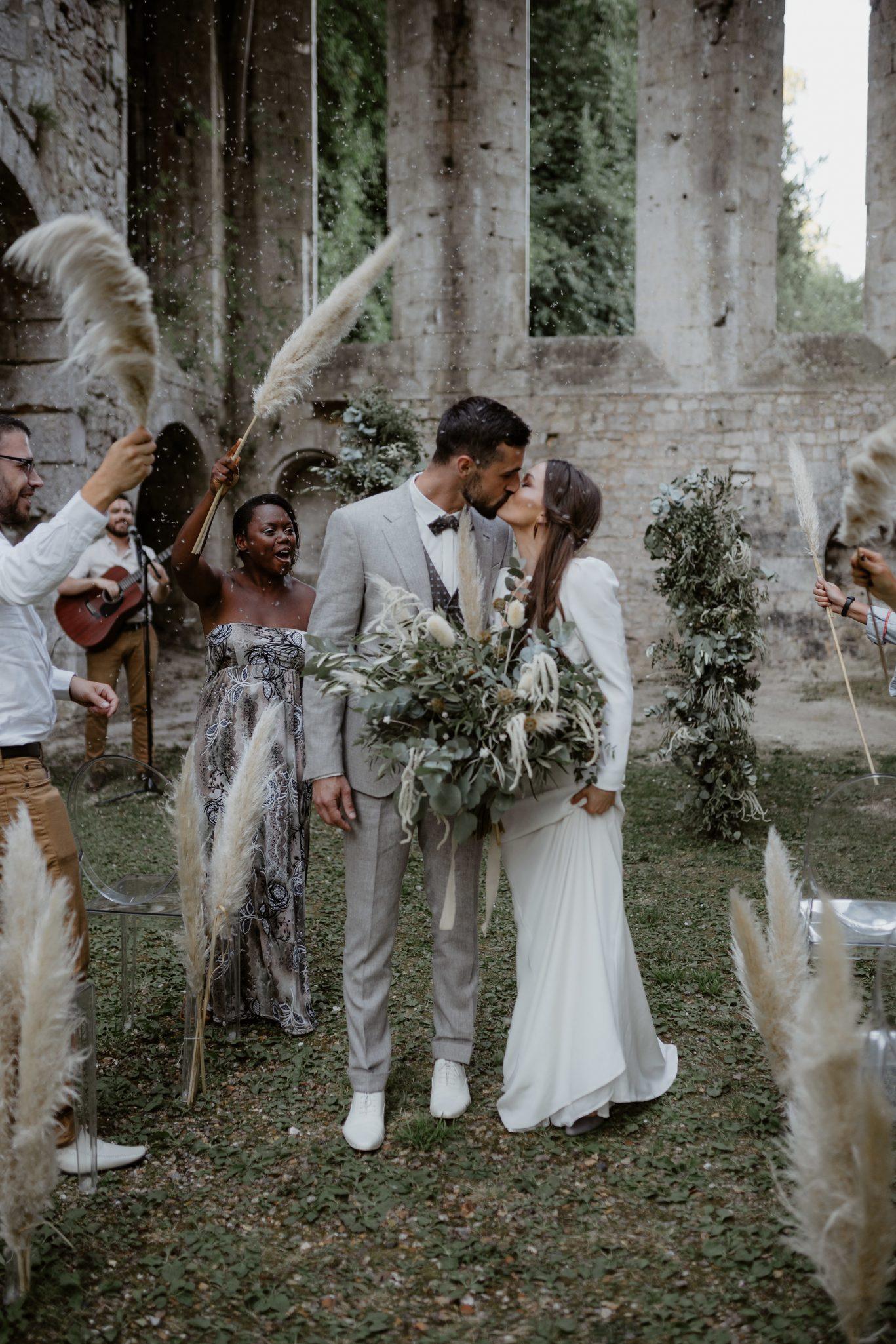 ceremonie laique organisation mariage décoration mariage pour un mariage bohème chic. Empreinte éphémère wedding planner Provence paris normandie