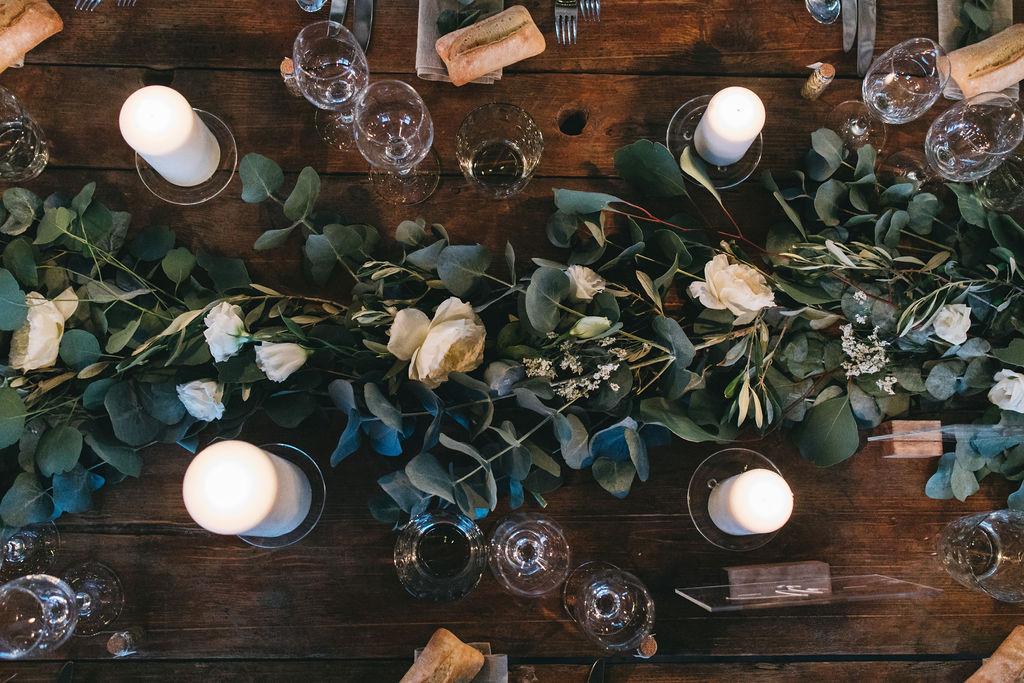Mariage nature et guirlande d'eucalyptus au domaine de Patras. Empreinte éphémère wedding planner Provence, paris et normandie
