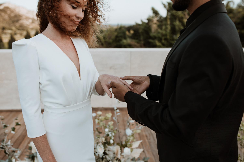 wedding planner Montpellier robe de marine moderne cérémonie laïque en extérieur