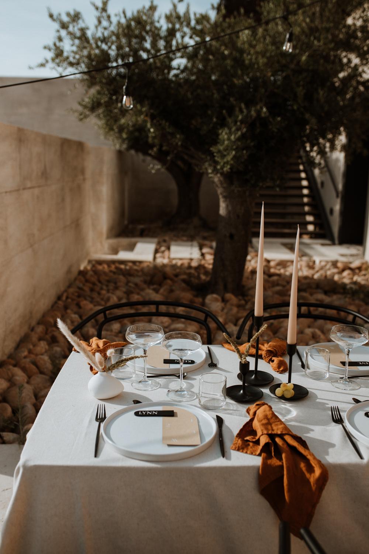 table-decoration-mariage-moderne-empreinte-ephemere-vallon-glauges